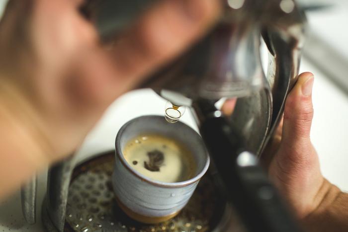コーヒーの味を決める5大要素すべてがバランスのとれた絶妙なコーヒーと評されるコーヒーもあります。代表的なのは、その3%の高級豆「エメラルドマウンテン」とされるコロンビアは、エスプレッソにしても柔らかい味わいで飲みやすいです。柔らかい口当たりが日本人に好評のブルーマウンテンは、香り豊かでブレンドコーヒーの香り付けに使われています。