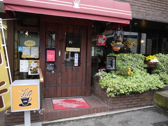 「LIDO(リド)」は、北鎌倉駅の改札すぐ近くに位置する純喫茶。