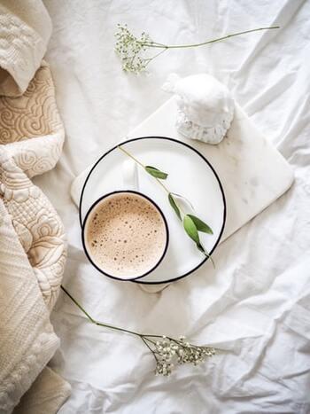 ですが、日々のストレス解消やリフレッシュはもちろん、しっかりと休息を取り免疫力を高めるためにも、質の良い睡眠をとりたいですよね。では現代に生きる私たちが質の良い睡眠を取るために、今からできることとはなんでしょうか。さっそくそのヒントをご紹介していまいります。