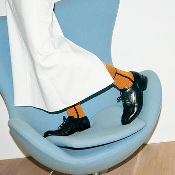 ライン使いやカラーブロックが巧みな靴下ブランド「CHICSTOCKS(シックストックス)」。スニーカーにもドレスシューズにもしっくりはまる絶妙さも魅力。足元からおしゃれなスタイリングが完成します。