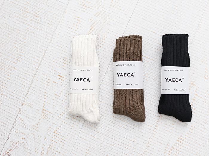 日常着において、洗練されたスタンダードを導き出すのが上手な「YAECA(ヤエカ)」。靴下の場合も抜かりなく、シンプルなデザインの中に上質さと快適さも加えて、存在感ある佇まいを演出します。ミニマルなファッションがお好きな方に特にオススメしたいシックなカラー。リブの太さや締め付け感もかなり計算された大人の靴下です。