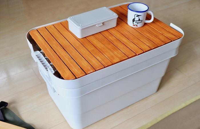 ミニテーブルは、DIYも楽しめちゃいます。100均材料などで手軽に挑戦できるので、即席でミニテーブルが欲しい!というときにもおすすめですよ。こちらは、セリアの桐すのこ&無印良品のボックスを使っています。すのこに色を塗って、自分仕様にアレンジ♪