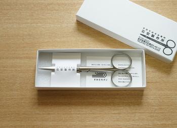 ちょっぴり硬派な箱も魅力的。シンプルながらも職人さんの優しさとこだわりが表れるような落ち着いたデザインです。