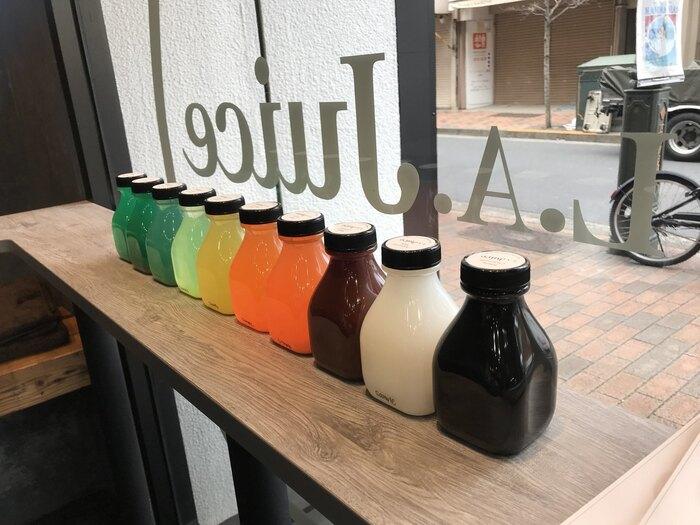 「L.A.Juice(エル.エー.ジュース)」は、ロサンゼルス発のコールドプレスジュースブランド。広尾駅からすぐのところにあるスタイリッシュなお店で、海外セレブにも親しまコールドプレスジュースを飲んでみませんか?9種類あるコールドプレスジュースは、ボトルもおしゃれで、飲むだけでテンションが上がりそう。