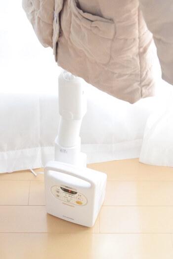 一台で色々なものを乾燥させられるのも、布団乾燥機の魅力。乾きにくいという部屋干しのお悩みも解決できます。梅雨や花粉のシーズンは特に重宝しますね!