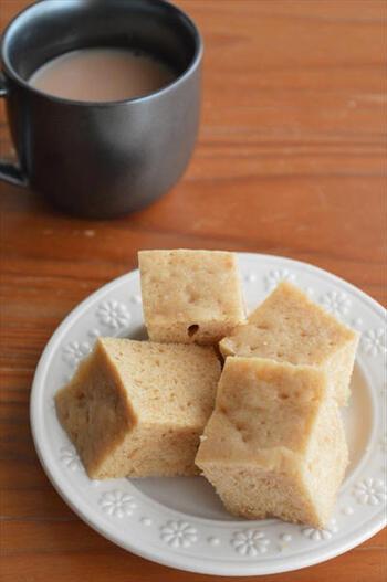 こちらの「マーラーカオ風」は、醤油をほんの少し混ぜているのが隠し味*レンチンでふんわり仕上がりますよ。  きっちりキューブ型にカットすると食べやすく、見た目も可愛らしいですね。