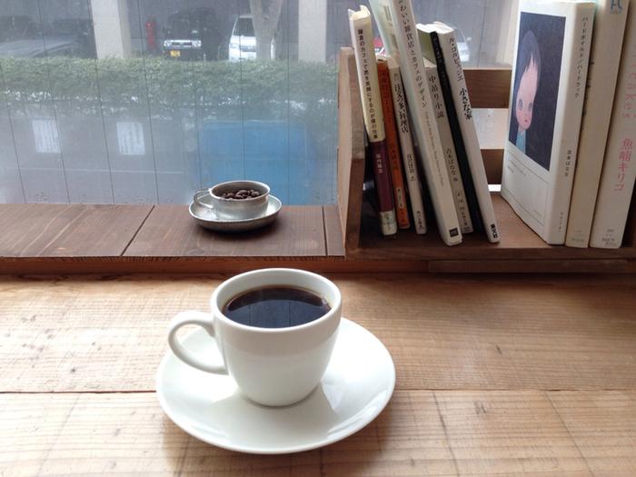 秋田市にあるカフェ「08COFFEE」は、オーナーこだわりのコーヒー豆を遠くから買い求めに来る人もいる人気カフェ。定番のブレンドは「BLEND#8」。酸味とコクのハーモニーが「これこれ!」といういつもの安心感を織りなします。