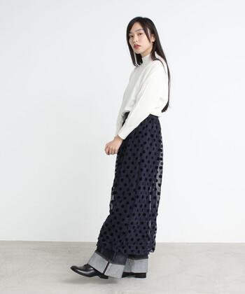 いつものコーディネートにプラスしたくなる透け感のあるスカート。エプロンのようにパンツに合わせるとこなれ感が出ます。夏はキャミソールにラフィアハット、冬にはケーブルニットを合わせたりと一枚あるだけでおしゃれが楽しくなるアイテムです。