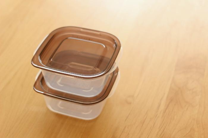 作り置きのおかずを保存したり、お料理の下ごしらえに使ったりと使い道の多い「タッパー」。どこのおうちにもあるものですよね。  そんな「タッパー」ですが、実はおやつ作りでも大活躍◎