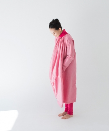 大人の春コーデに。柔らかな「ピンク色」のお洋服カタログ