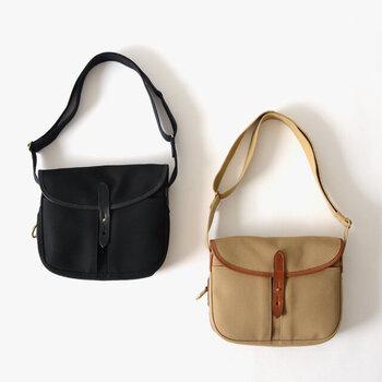 イギリスの老舗バッグブランドが手掛けたショルダーバッグです。フィッシングバッグが元になっているから、機能的で使い勝手がいいのもポイントです。