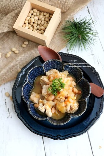 余った節分豆を洋風煮込み料理に簡単アレンジ。じっくり煮込まれて柔らかく食べやすくなります。