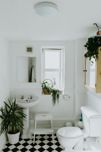 長時間濡れたままの状態だと雑菌が繁殖してにおいが出てきてしまいます。なるべく短時間で乾かすために、天候の悪い日は浴室乾燥やサーキュレーターなども活用しましょう。