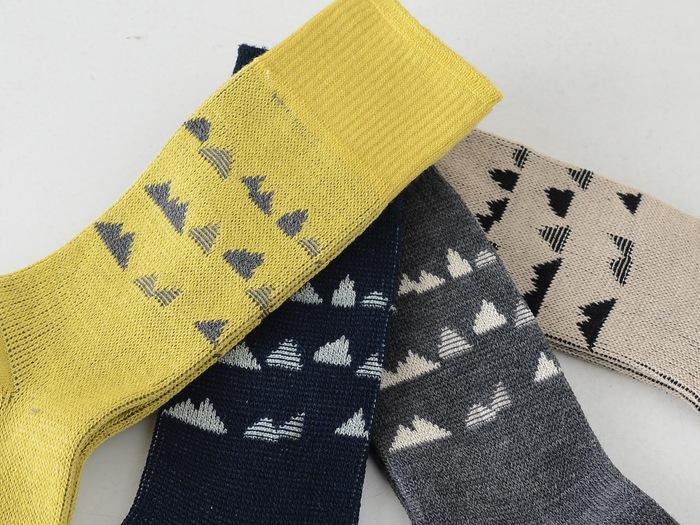 ベーシックなカラーバリエーションがうれしいですね。北欧っぽい雰囲気ながら、安心の日本製。しっかりと目のつまった丈夫な靴下で、長く愛用できます。