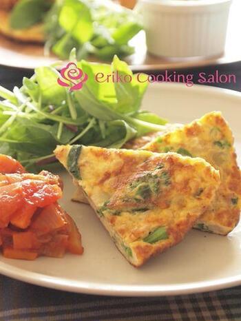 菜の花と鶏ひき肉、卵を使って、イタリアン風のオムレツに。お弁当の色どりにも一役買ってくれそうです。