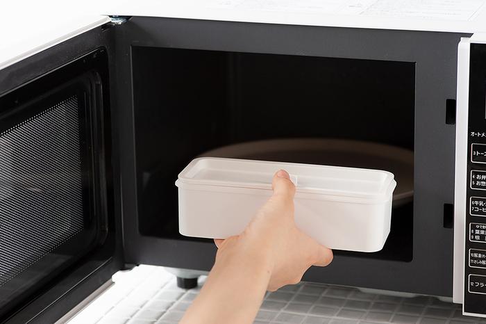 電子レンジにかけられるのも嬉しいポイント。内蓋や外蓋は熱くなるので要注意です。食洗機にも対応しています。忙しい方の味方になるお弁当箱ですね。