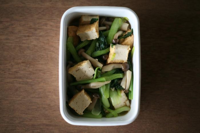 Mサイズは2〜3人分の常備菜を保存するのにもぴったり。肉や魚、野菜など、食材を選ばずに使えます。シンプルなデザインなので、いくつか揃えて使うと冷蔵庫の中を美しく整えられますね。