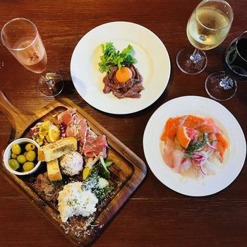 イタリアンなので、料理も種類豊富です。ジューシーな赤身肉のステーキや、自家製デミハンバーグなど、ワインにぴったりのおつまみが揃っています♪