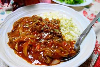 フレッシュなトマトと牛肉をつかったハヤシライスは、カリフラワーライスでカロリーオフ。家族との食卓も豪華に彩りながら、無理せずダイエットが続けられそうです。
