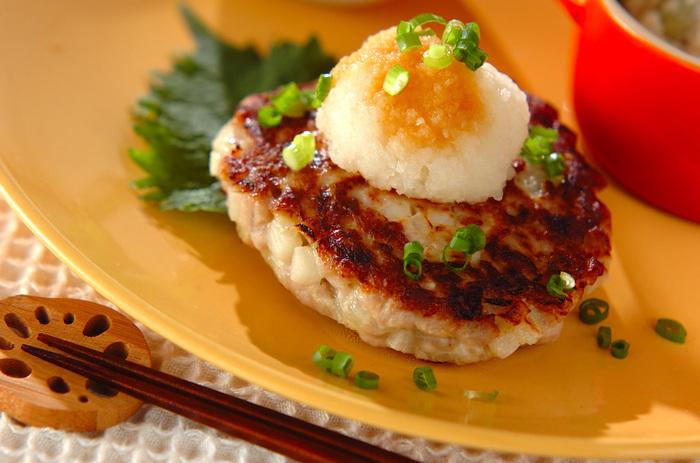 高タンパク質でヘルシーな赤身を使った「マグロのおろしハンバーグ」。大根おろしと一緒に食べることでさらにサッパリとして食べやすいですね。それでいて食べ応えは抜群なので、ダイエット中にたくさん食べても罪悪感なく満足いくまで食べることができますよ。