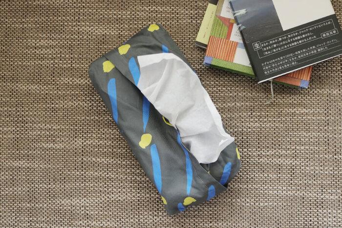 ティッシュカバーをもっとこだわりたいという方は、お気に入りの布で作ってみてはいかがでしょうか。 パーツも少なく、まっすぐ縫うだけで作れるので簡単ですよ。