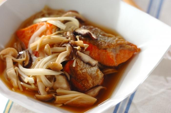 鮭ときのこの旨味をぎゅっと閉じ込めたメープルシロップの南蛮酢。具材に染みわたるやさしい甘みと、さっぱりとした酸味が食欲をそそります。食欲の出ないときにもおすすめです。
