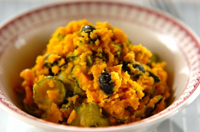 旬のお野菜で作る、きなこサラダ。塩麹ベースのドレッシングにきなこを加えます。甘みにあるお野菜に塩気と香ばしさが合わさって、もりもり食べられちゃいますよ。