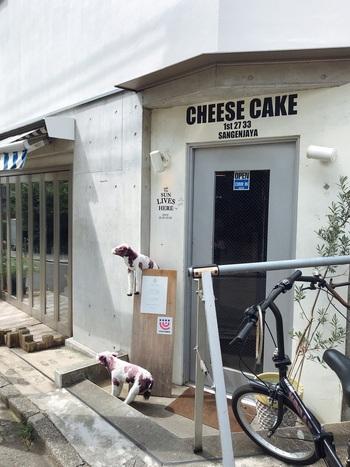 かわいい牛がお出迎えしてくれる、チーズケーキの専門店。イートインの他、テイクアウトも可能です。