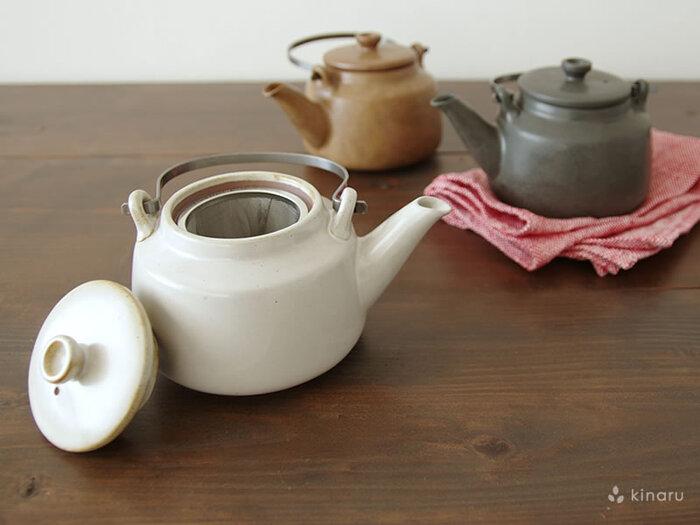 日本茶以外にも、中国茶や紅茶などにも似合いそう。上品で清楚な雰囲気は、来客用やおもてなしにもぴったり。色合いがシックで落ち着いた印象で、750ccと容量も多めです。