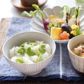 □お家ご飯 【そら豆ごはん】  いつものご飯をそら豆ごはんに。食卓の彩りもぱっと明るくなります♪どんなおかずにも合う万能さも嬉しいところ。