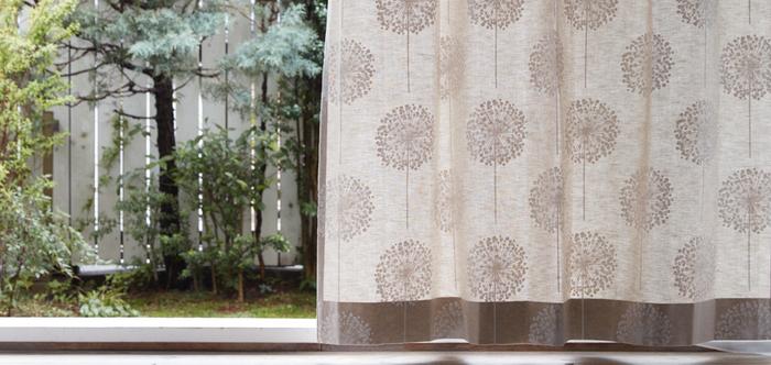 タンポポの綿毛のような模様がかわいい、「FROBOLL アイボリー」。スウェーデン発・シナマーク社のテキスタイルです。ナチュラルでありながら品のよい柄は、どんなお部屋にもしっくりなじみそう。