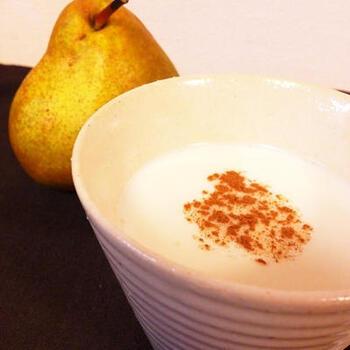 少しずつ注目を集めるフルーツブランデー。ひとつ作っておけば、アレンジの幅が広がります。ホットミルクに垂らすだけで味わい深くほっこりと温まりますよ。