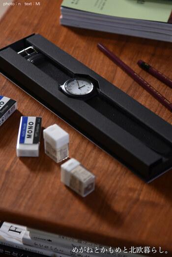文字板に直射日光や蛍光灯などの光を当てることにより、時計を駆動させる無印良品のソーラーパワーウオッチ。電池交換の煩わしさから解放されます。