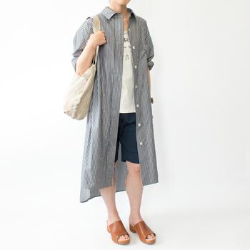 肩にかけてショルダーバッグとして、腕にかけてトートバッグ風にも使える、マルチに使えるバッグです。容量もたっぷりだから、ちょっとまとめ買いしたいときにも重宝します。