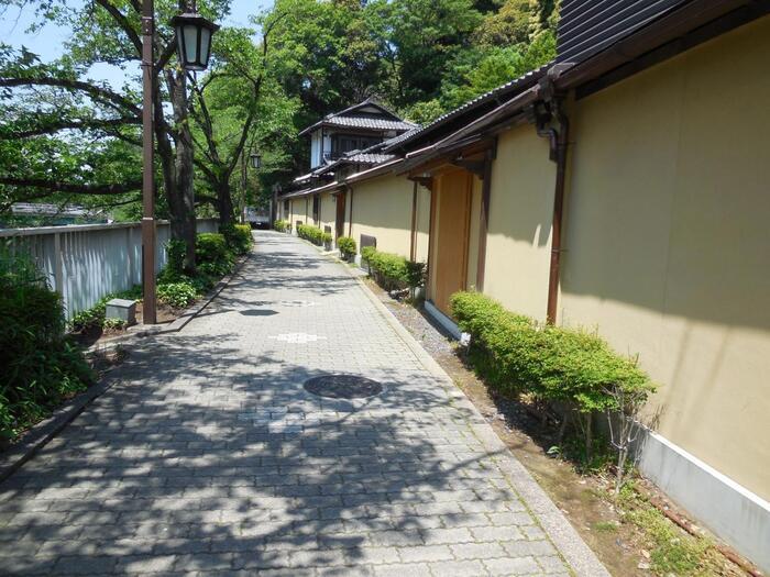 【「椿山荘」付近の神田川沿いの遊歩道】