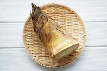 たけのこは、春から初夏が旬。カリウムや食物繊維が豊富です。下茹でをしたあと、たけのこご飯や、わかめといっしょに煮る若竹煮などで楽しむのが一般的です。