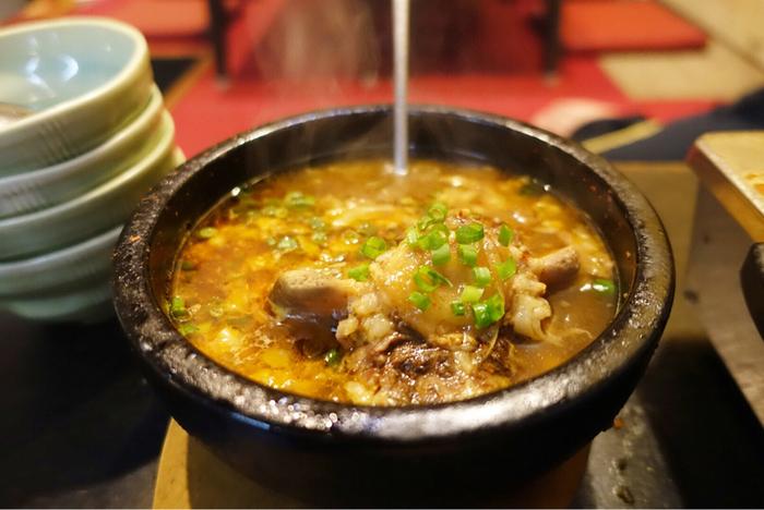 こってりした絶品ホルモン料理が食べたいなら、福富がおすすめ。アットホームな雰囲気で、焼肉を楽しめます。ホルモンとにんにくの相性はぴったり。部位に合わせた味付けがされていて、それぞれのホルモンの良さを堪能できます。名鉄「大江駅」からタクシーで5分ほど。