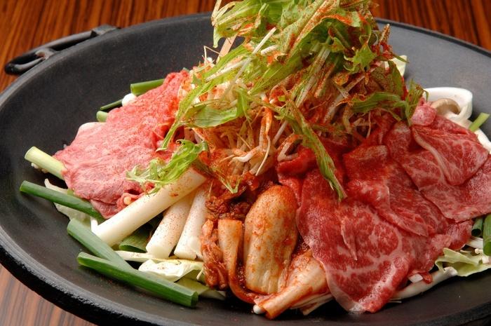たっぷりにんにくが効いた韓国料理をいただけるお店、韓杯房プルダ。プルコギやサムギョプサルなど、韓国料理といえばコレといったメニューがいただけます。辛いものが好きな方に特におすすめです。京都駅から徒歩3分。