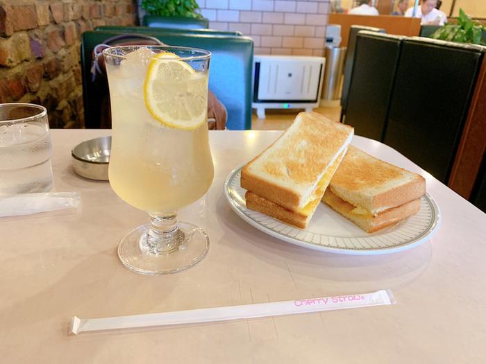 珈琲が飲めない方もご安心を。このようなレモンスカッシュもありますよ。
