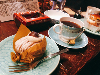 チーズケーキ、チョコブラウニーなど、美味しいケーキも人気の理由。それぞれコーヒーとのセット価格があり、なかにはパティスリーの永井さんの名を冠した「永井さんのアップルパイセット」というメニューも。気になりますよね。