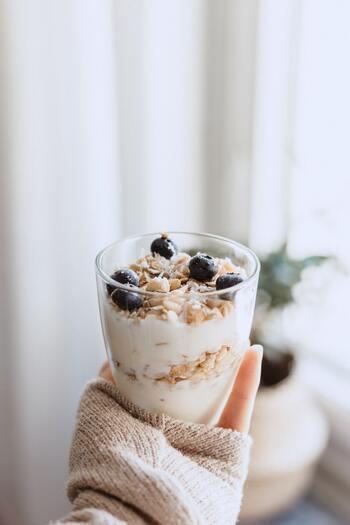 ヨーグルトなど、乳製品もおすすめです。腸内環境を整えることは、肌荒れの改善や花粉症の対策にもつながると言われています。毎朝のメニューにヨーグルトや乳酸菌飲料を追加すればOK!フルーツヨーグルトにすれば、ビタミンも合わせて摂れますね。