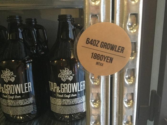 「グロウラー」と呼ばれるリユースボトルは、32オンス(約0.9L)と64オンス(約1.8L)の2サイズがあるので、初めにボトルを購入すれば何度でも使用できます。新しいビールの飲み方を始めてみませんか?