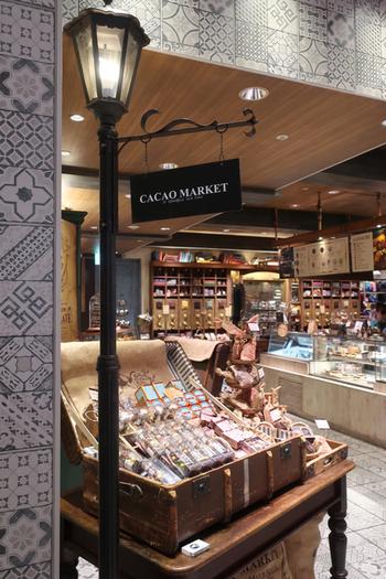 甘いものの量り売りができるのが、銀座東急プラザの「CACAO MARKET by MarieBelle(カカオ・マーケット・バイ・マリベル)」。ニューヨーク・ブルックリンで人気チョコレート専門店の姉妹店です。