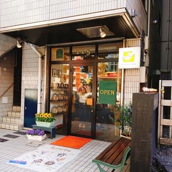 中目黒にある「Groovy Nuts(グルーヴィナッツ)」は、日本初のナッツ専門店。美容や健康にうれしいナッツを、お好みの量だけ購入できますよ。