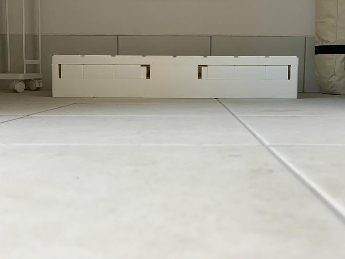折り畳めば高さが約10cmとコンパクトに!使わない時は場所を取らずにしまっておけます。組み立てるのも簡単ですよ。