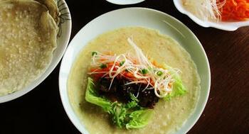 豚肉を使った北京ダック風の春餅。春野菜なども具材にすれば、春のおもてなしパーティーのメニューにすれば、みんなでわいわい楽しめそうです。