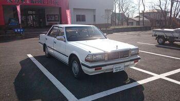 栃木・那須にある昭和の暮らしを再現した博物館。明治期~昭和に使用された人力車も展示されています。 駐車場には昭和の名車である日産の高級セダン「セドリック」が。