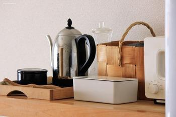 無印良品らしいシンプルな見た目の、角丸型のやわらかな曲線が魅力的なホワイトのケース。リビングや洗面所、キッチンなどどこに置いても違和感なく、他のアイテムと調和します。