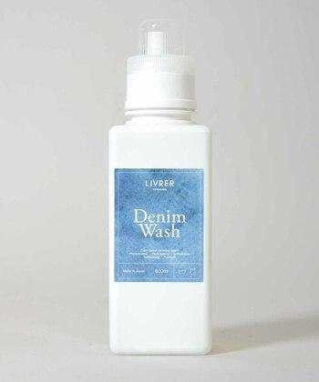 洗剤は洗浄力が強いアルカリ性は避け、中性洗剤を使いましょう。糊をブレンドし、インディゴの色落ちを防いでくれるデニム専用の洗剤もあるので、大切なアイテムを洗う時は、専用洗剤がおすすめです。色落ちや色移りの恐れもあるので、まとめ洗いよりも個別に分けた方が安心ですよ。