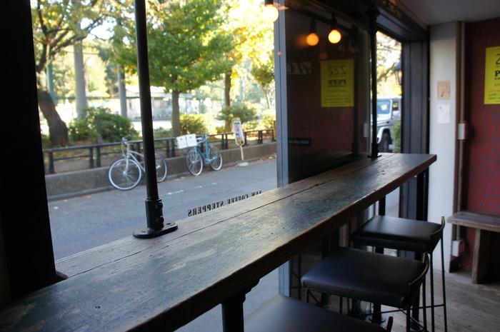 バリスタのオーナーは、多くのカフェのプロデュースを手がける傍ら音楽通としても知られ、イベントのオーガナイザーやDJとしても活躍。そのつながりから、お店のコーヒーをフェスにも出店しているそう。